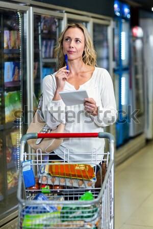 Nő vásárlás élelmiszer részleg áruház boldog Stock fotó © wavebreak_media