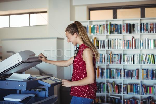Boldog iskolás lány fénymásoló könyvtár iskola papír Stock fotó © wavebreak_media
