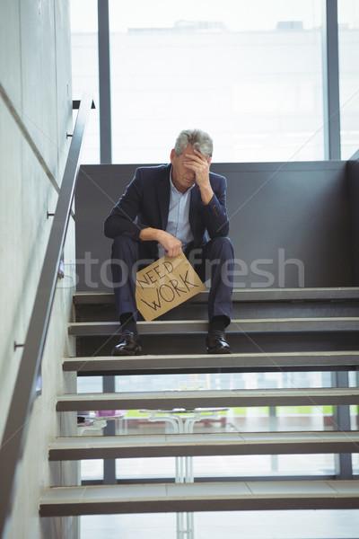 Lehangolt üzletember ül lépcsősor tart karton Stock fotó © wavebreak_media