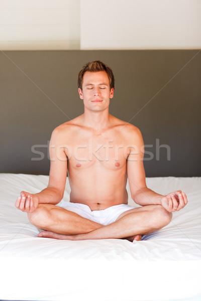 Espiritual cama atractivo deporte cuerpo Foto stock © wavebreak_media