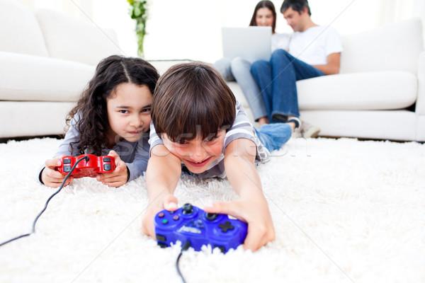 Heyecanlı çocuklar oynama video oyunları zemin ebeveyn Stok fotoğraf © wavebreak_media