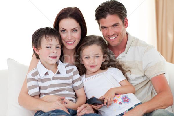 Mosolyog fiatal család néz tv kanapé Stock fotó © wavebreak_media