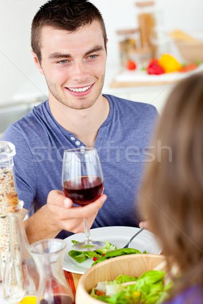 Młody człowiek obiedzie sympatia domu szkła Zdjęcia stock © wavebreak_media