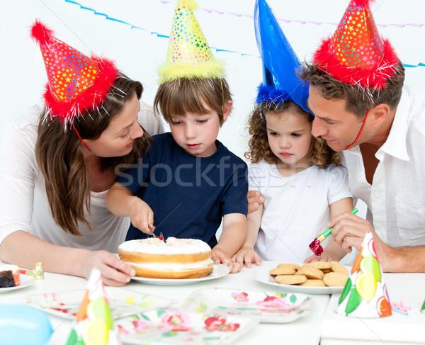 Cute мало мальчика именинный торт семьи Сток-фото © wavebreak_media