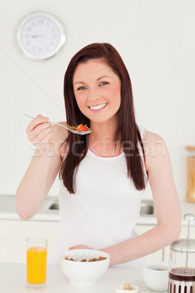 Jól kinéző nő reggeli konyha gyümölcs üveg Stock fotó © wavebreak_media