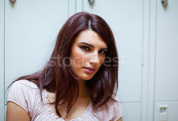 Сток-фото: брюнетка · студент · глядя · камеры · женщину
