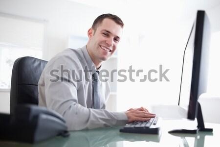 Jonge zakenman werken geconcentreerde computer business Stockfoto © wavebreak_media