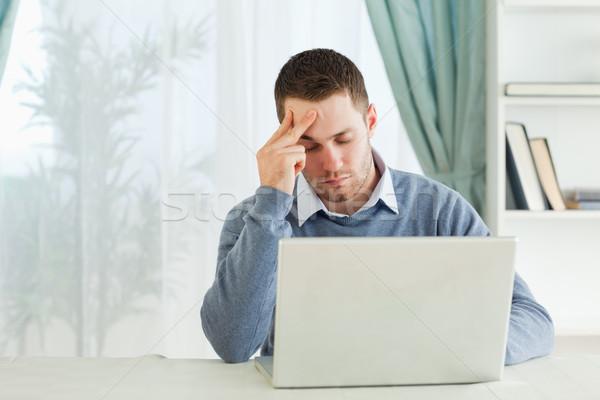 Yorgun genç işadamı dizüstü bilgisayar iş bilgisayar Stok fotoğraf © wavebreak_media