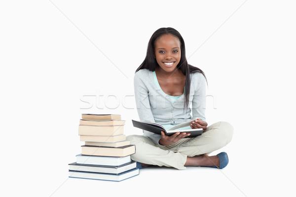 笑顔の女性 座って 図書 白 図書 ストックフォト © wavebreak_media