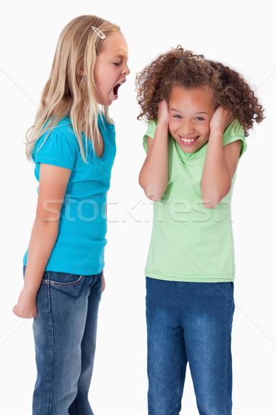 Retrato enojado nina gritando amigo blanco Foto stock © wavebreak_media