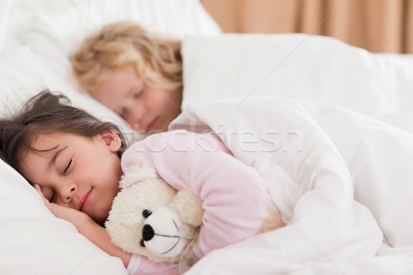 Stok fotoğraf: Sessiz · kardeşler · uyku · yatak · odası · aile · mutlu