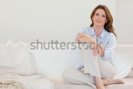 Uśmiechnięty starsza kobieta posiedzenia sofa kobieta szczęśliwy Zdjęcia stock © wavebreak_media