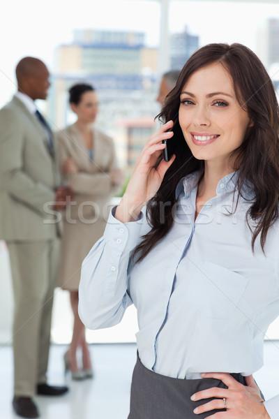 笑みを浮かべて 執行 女性 話し 携帯電話 1 ストックフォト © wavebreak_media