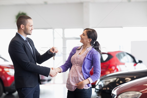 Satıcı el sıkışmak kadın araba anahtarları araba alışveriş Stok fotoğraf © wavebreak_media