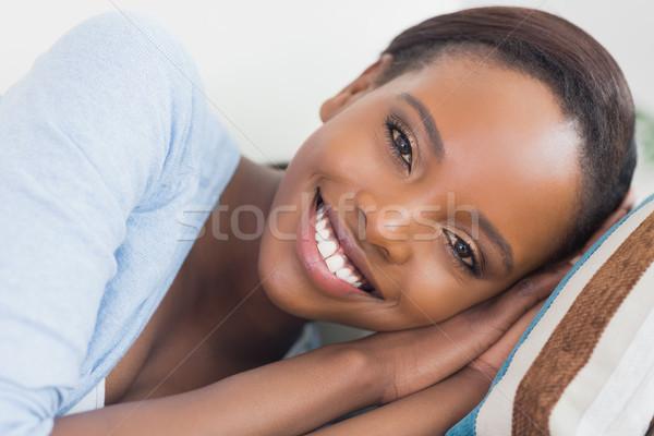 Czarnej kobiety uśmiechnięty strona salon szczęśliwy czarny Zdjęcia stock © wavebreak_media