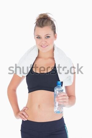 Mujer pie manos caderas sonriendo agua embotellada Foto stock © wavebreak_media
