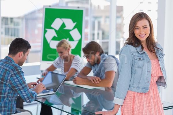 Team vergadering recycling een vrouw permanente Stockfoto © wavebreak_media