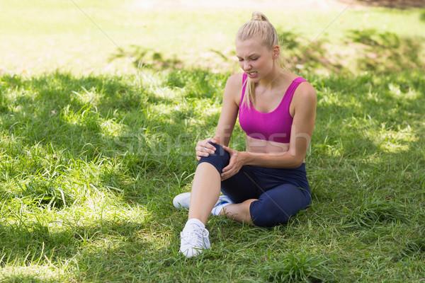 Egészséges gyönyörű nő sportruha ül park teljes alakos Stock fotó © wavebreak_media
