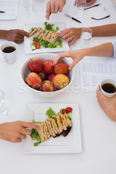 Trabajadores alimentación saludable almuerzo reunión oficina hombre Foto stock © wavebreak_media
