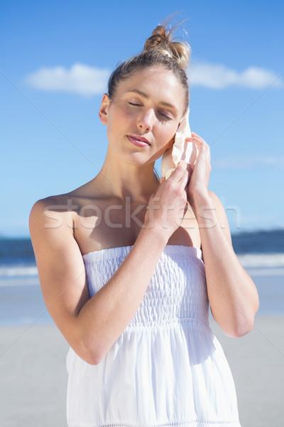 довольно блондинка белое платье прослушивании пляж ярко Сток-фото © wavebreak_media