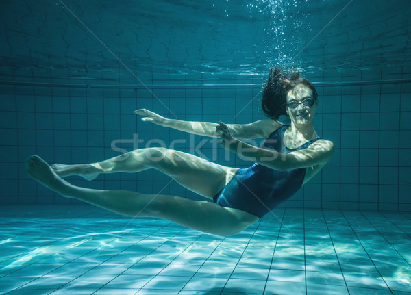 Atletisch zwemmer glimlachend camera onderwater zwembad Stockfoto © wavebreak_media