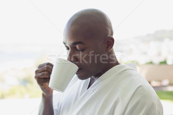 Knappe man badjas drinken koffie buiten Stockfoto © wavebreak_media