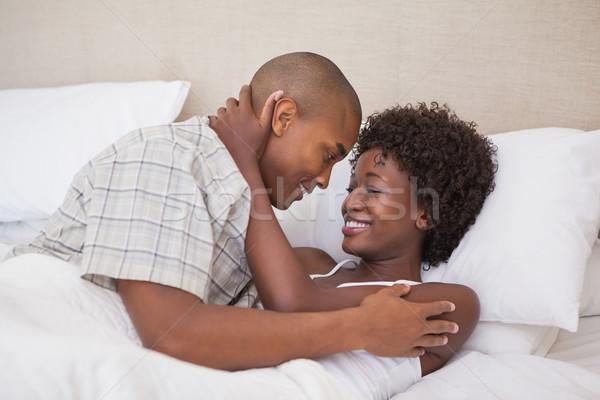 Szczęśliwy para bed wraz domu sypialni Zdjęcia stock © wavebreak_media