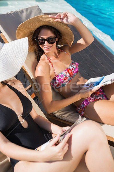 Nők olvas könyvek nap úszómedence oldalnézet Stock fotó © wavebreak_media