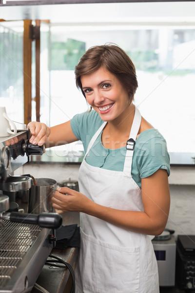 Güzel barista sürahi süt kahvehane Stok fotoğraf © wavebreak_media