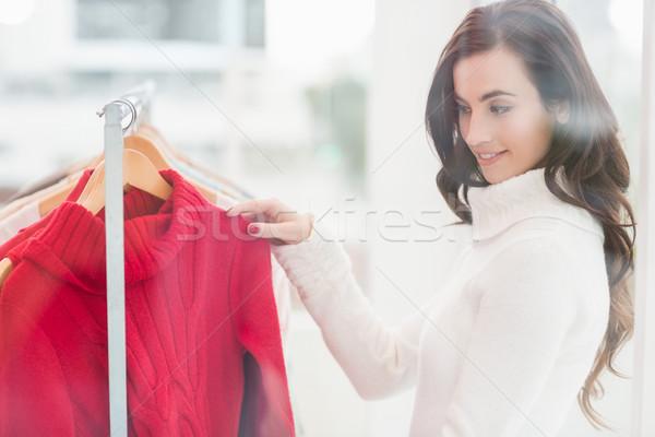 Csinos barna hajú néz ruházat sín bolt Stock fotó © wavebreak_media
