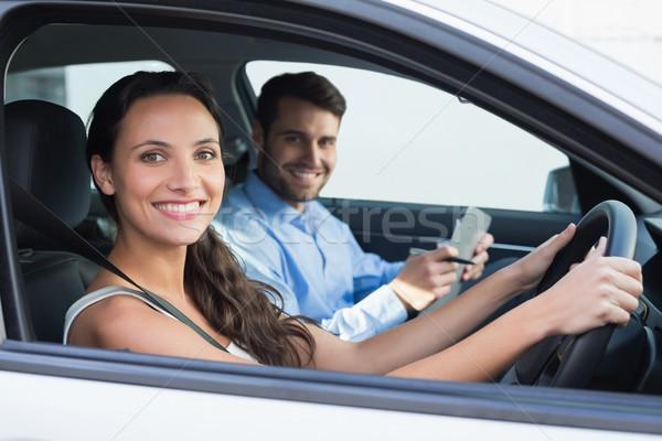 Mulher jovem condução lição carro feliz feminino Foto stock © wavebreak_media