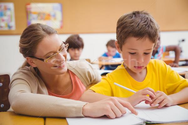 Dość nauczyciel pomoc klasie szkoła podstawowa szkoły Zdjęcia stock © wavebreak_media