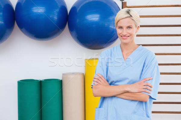 Terapeuta uśmiechnięty kamery fitness studio kobieta Zdjęcia stock © wavebreak_media