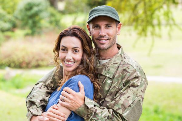 красивый солдата партнера женщину дерево Сток-фото © wavebreak_media