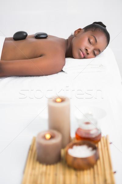Friedlich hübsche Frau genießen heißen Stein Massage Stock foto © wavebreak_media