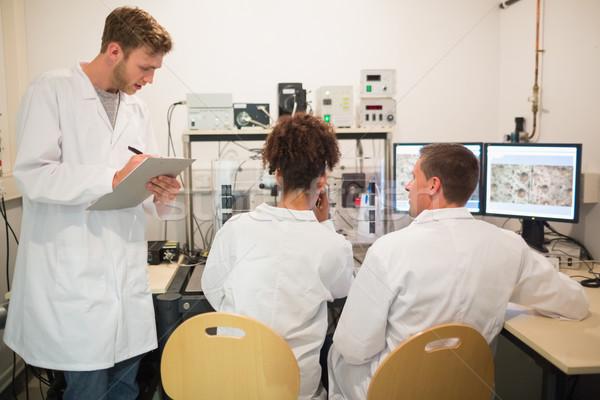 Biokémia diákok nagy mikroszkóp számítógép egyetem Stock fotó © wavebreak_media