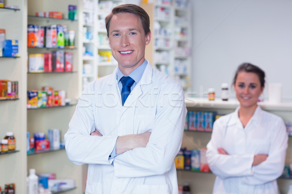 Farmacista apprendista piedi braccia incrociate farmacia medici Foto d'archivio © wavebreak_media