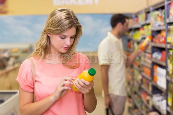 Mooie blonde vrouw kopen product supermarkt man Stockfoto © wavebreak_media