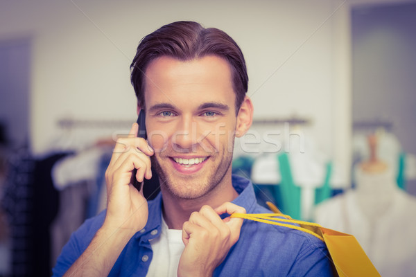 Sorridente homem chamada roupa compras Foto stock © wavebreak_media