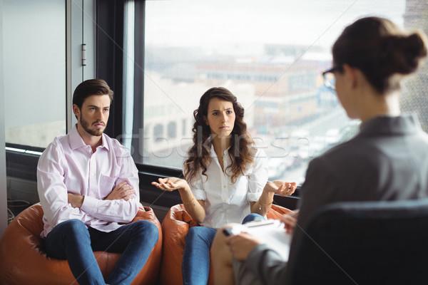 Paar praten huwelijk therapie geërgerd Stockfoto © wavebreak_media