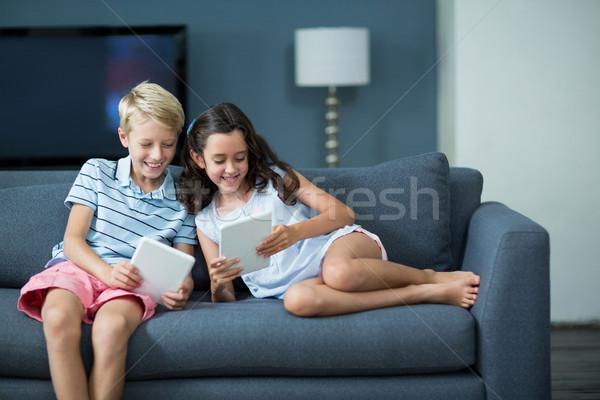 Boldog testvérek ül kanapé digitális tabletta Stock fotó © wavebreak_media