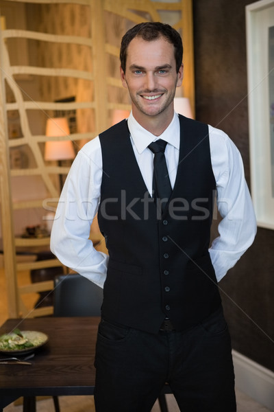Portret kelner stałego restauracji człowiek sztuki Zdjęcia stock © wavebreak_media