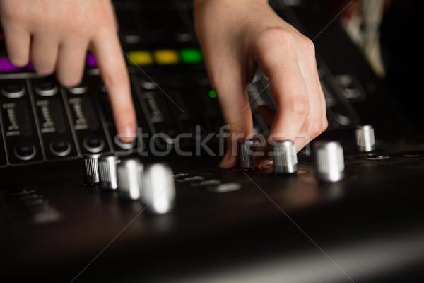 Handen vrouwelijke audio ingenieur geluid mixer Stockfoto © wavebreak_media