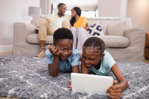 детей цифровой таблетка родителей диван домой Сток-фото © wavebreak_media