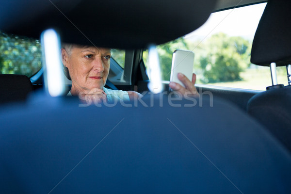 Senior mulher telefone móvel carro viajar Foto stock © wavebreak_media