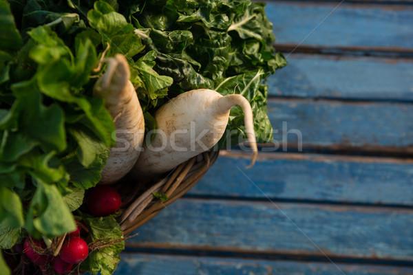 Magasról fotózva kilátás zöldségek fonott kosár fa asztal Stock fotó © wavebreak_media