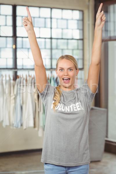 Nő karok a magasban áll iroda boldog kreatív Stock fotó © wavebreak_media