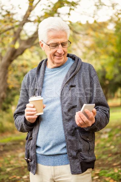 Foto stock: Senior · homem · parque · telefone · café · natureza