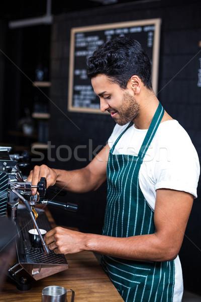 Сток-фото: улыбаясь · официант · Кубок · кофе · кофейня