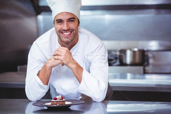 Szakács dől pult desszert kereskedelmi konyha Stock fotó © wavebreak_media